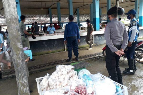 Polres Malinau Edukasi Pedagang Terapkan Prokes Covid-19