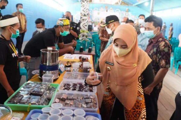 Peringati Hari Lapang Kakao, Bupati Berau Dukung Penuh Pengembangan Produksi Kakao di Kampung Marasa